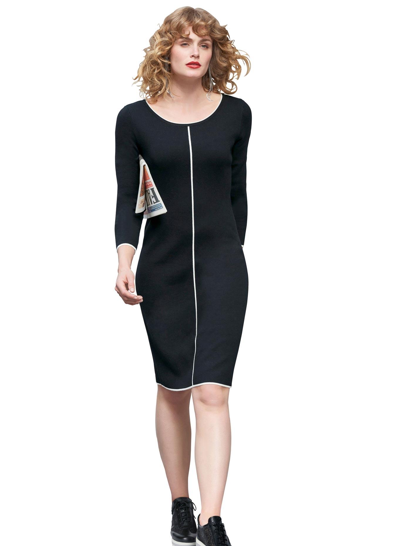 création L Kleid mit schmalen Linien