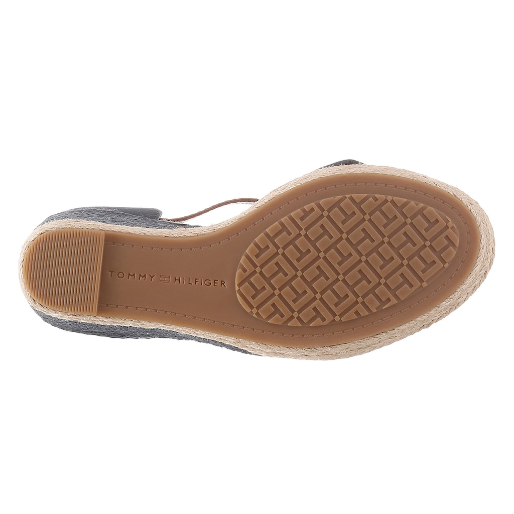 TOMMY HILFIGER High-Heel-Sandalette »BASIC OPENED TOE HIGH WEDGE«, mit dezenter Logostickerei