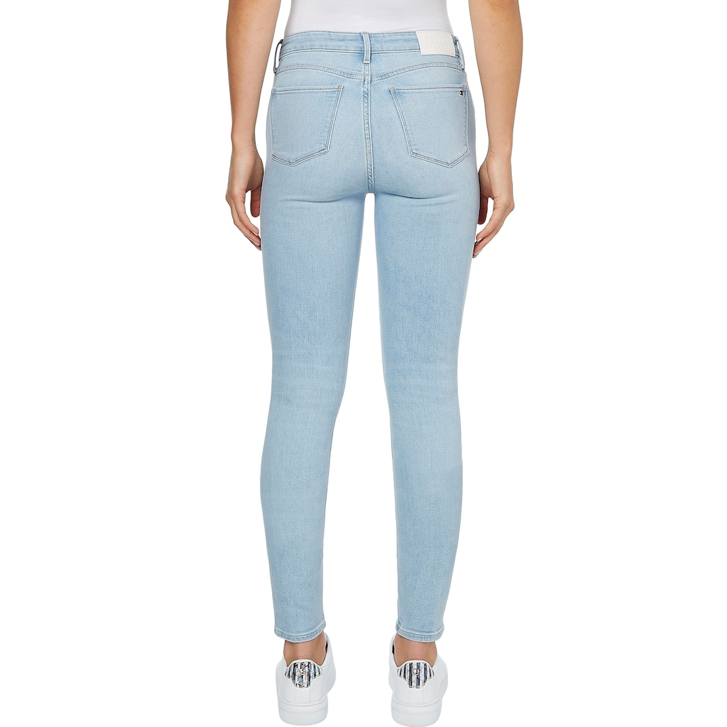 Tommy Hilfiger Skinny-fit-Jeans »COMO SKINNY RW A IZZY«, mit leichten Faded-out Effekten & Tommy Hilfiger Logo-Badge