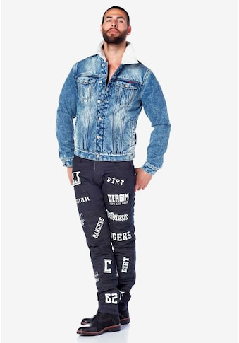 Cipo & Baxx Bequeme Jeans, mit stylishen Schriftzügen kaufen