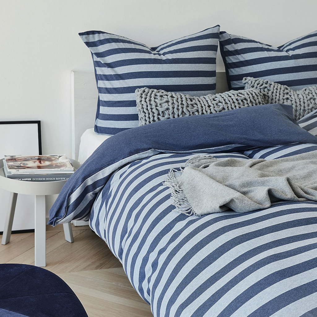TRAUMSCHLAF Wendebettwäsche »Melange-Stripe Marine«, pflegeleichte zeitlose Ganzjahreswäsche