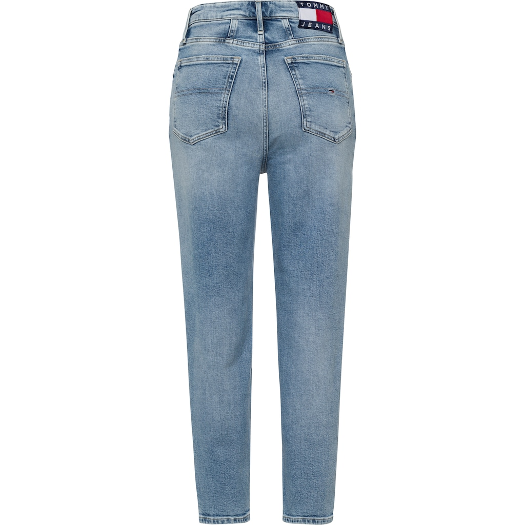 Tommy Jeans Mom-Jeans »MOM JEAN UHR TPRD CBGRR«, mit Tommy Jeans Loog-Badge