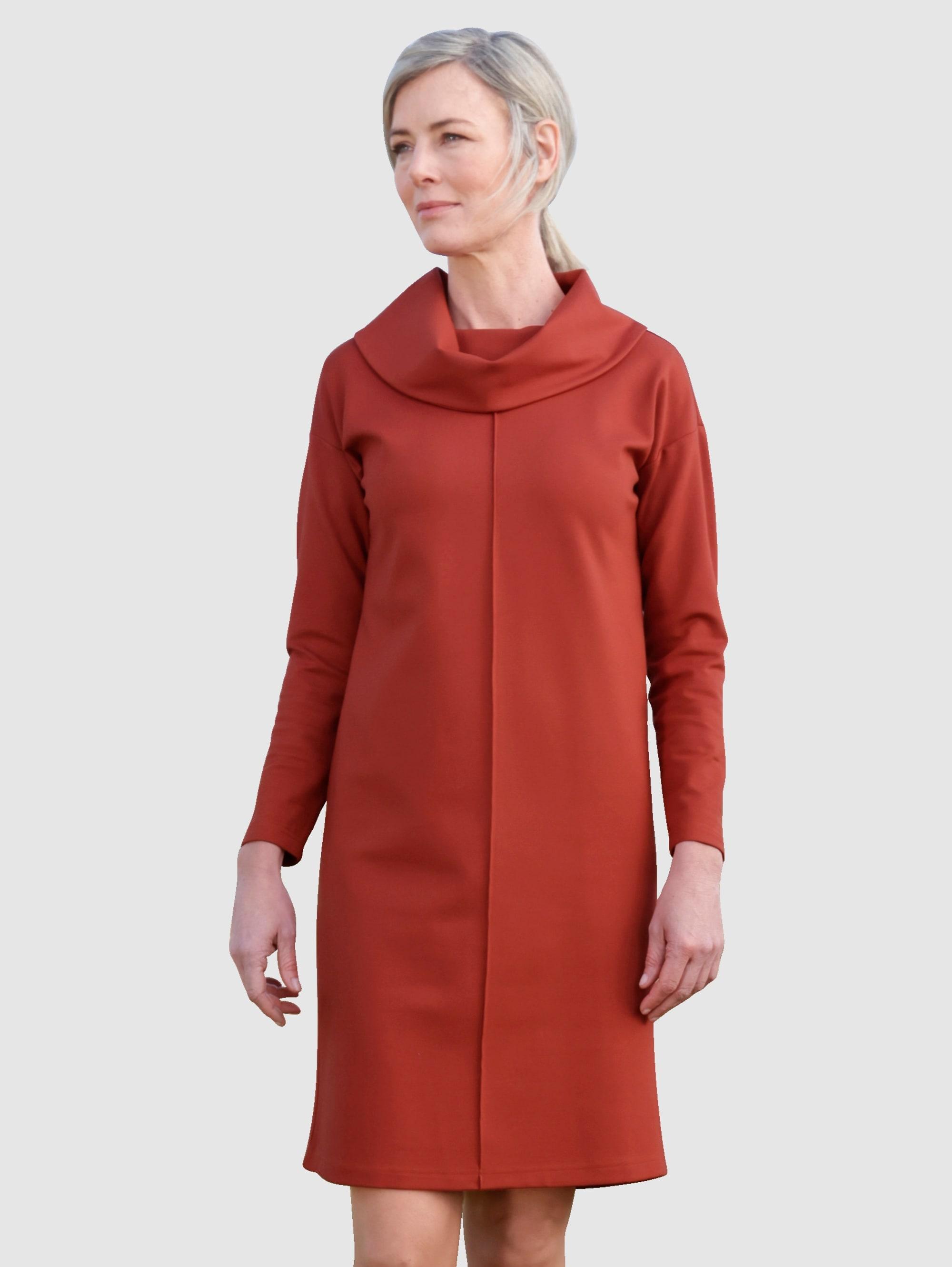 dress in -  Etuikleid, mit breitem Rollkragen