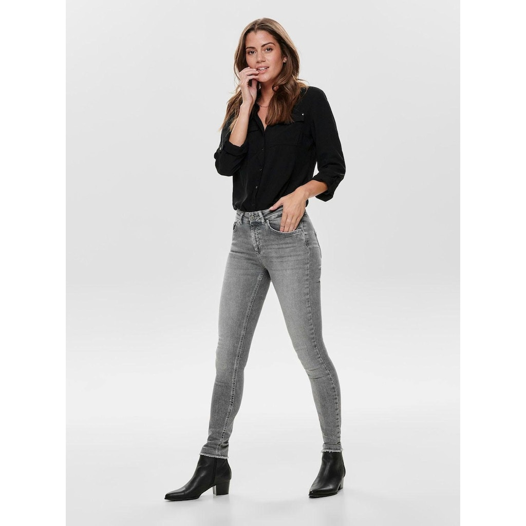 Only Skinny-fit-Jeans »BLUSH«, mit ausgefranstem Saum