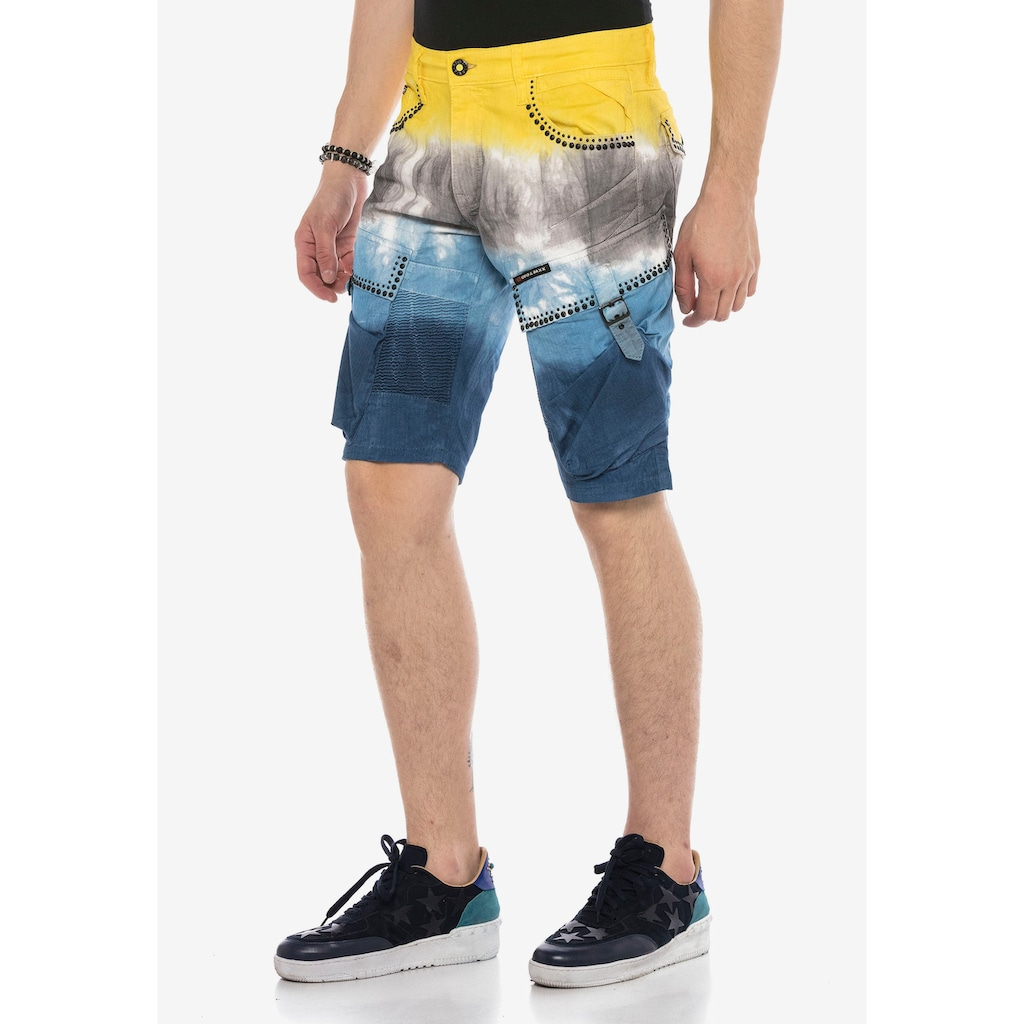 Cipo & Baxx Shorts, im coolen Batik-Look