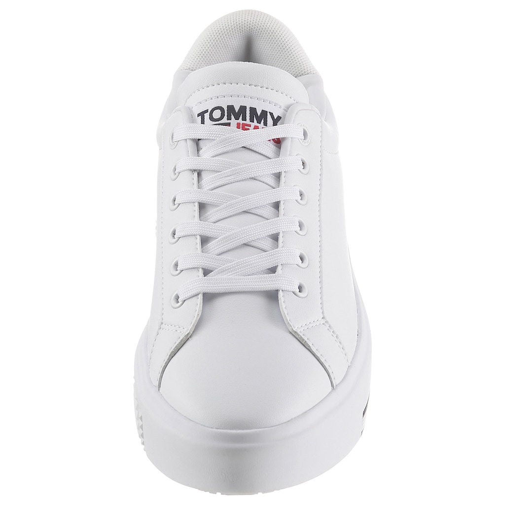 TOMMY JEANS Plateausneaker »TOMMY JEANS FASHION CUPSOLE«, mit Logoflag in der Laufsohle