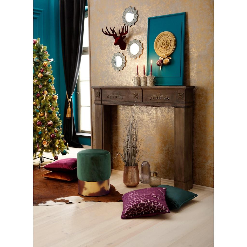 Kaminumbauschrank, mit verspielten Ornamenten