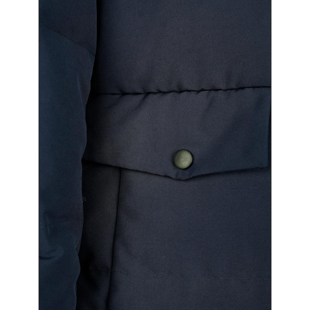 Dress In Steppmantel, in moderner Form