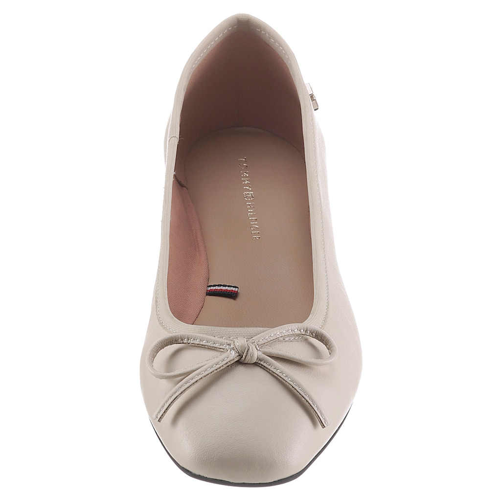 TOMMY HILFIGER Ballerina »ESSENTIAL SQUARE TOE BALLERINA«, in angedeuteter Karreeform