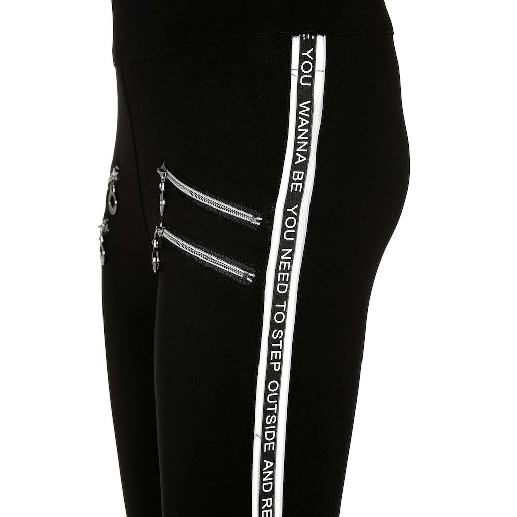 Cipo & Baxx Leggings, mit coolen Details