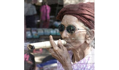 QUEENCE Holzbild »Cubanische Frau mit Zigarre«, 40x40 cm Echtholz kaufen
