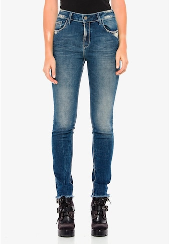 Cipo & Baxx Bequeme Jeans, mit coolen Used-Details in Slim Fit kaufen