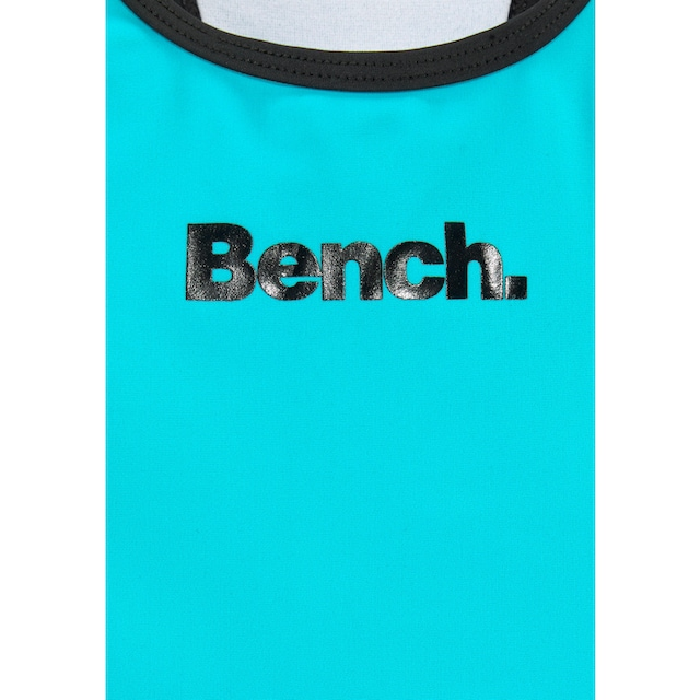 Bench. Badeanzug
