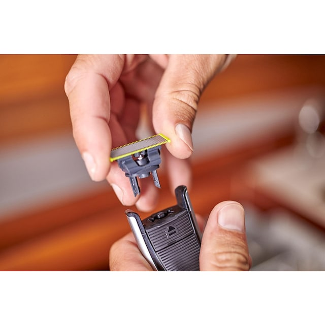 Philips, Elektrorasierer OneBlade Pro QP6520/30, Anzahl Aufsätze: 1, SmartClick-Präzisionstrimmer