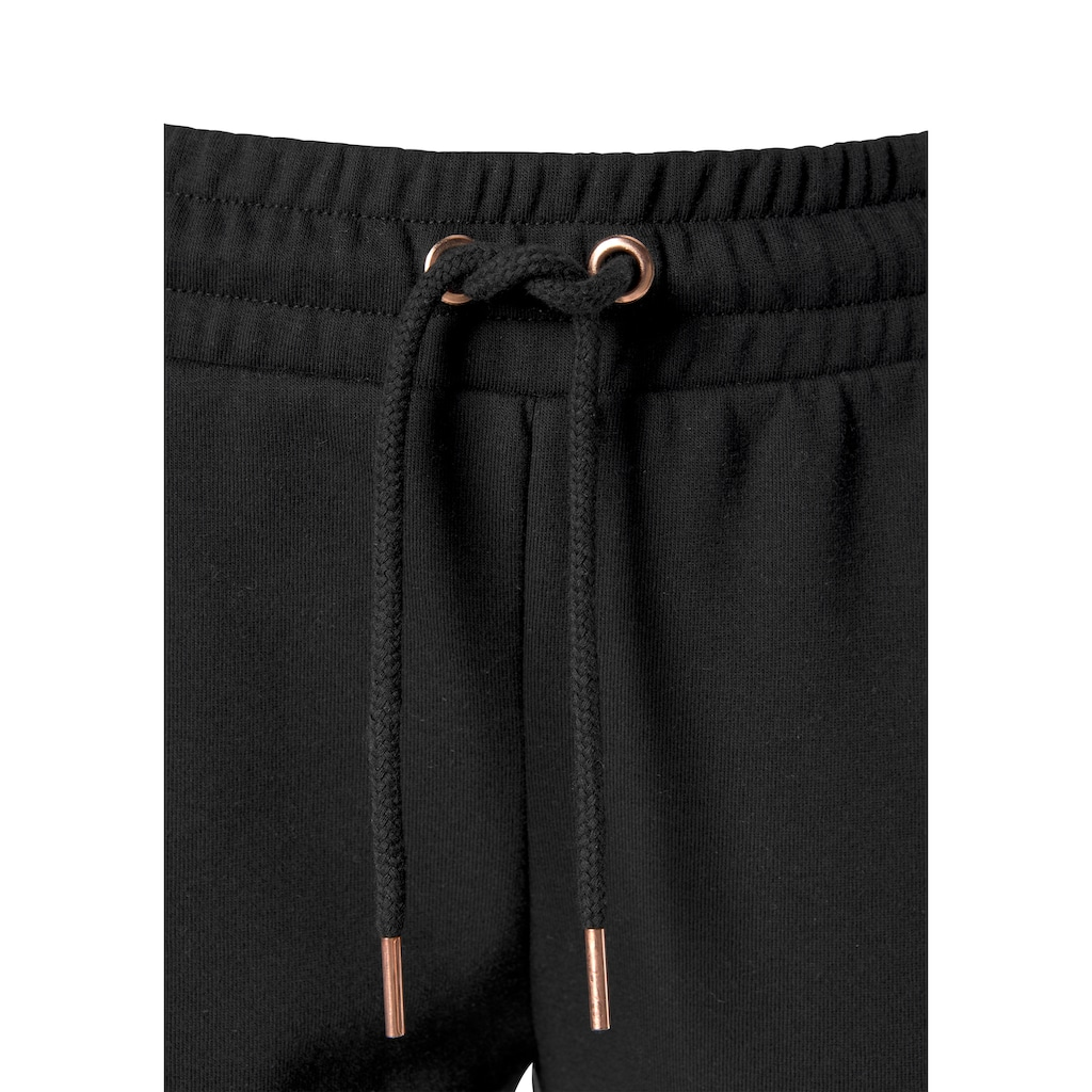 Buffalo Sweatpants, mit glänzenden Pipings