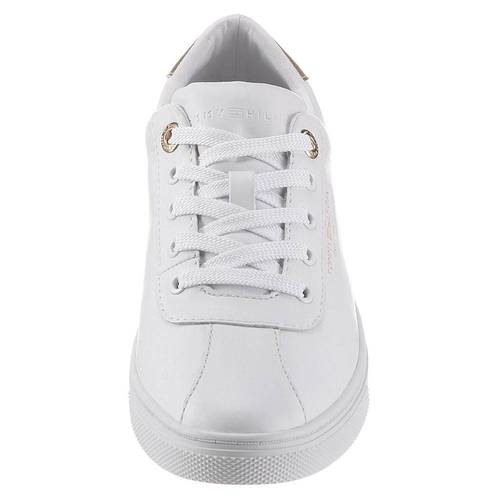 Tommy Hilfiger Sneaker »COURT LEATHER SNEAKER«, mit Kontrastbesatz in Metallicoptik