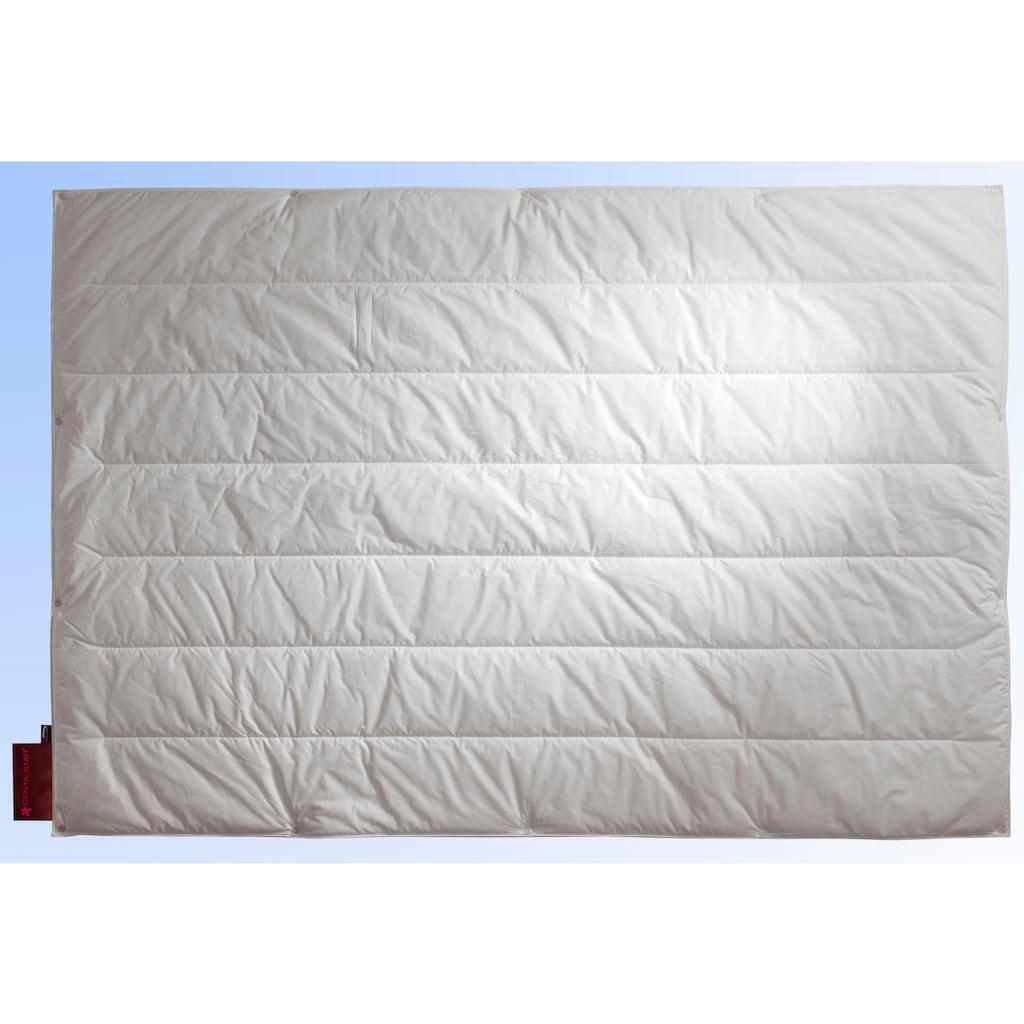 Centa-Star Kunstfaserbettdecke »Royal«, 4-Jahreszeiten, Bezug 100% Baumwolle, (1 St.), High-Tech-Faser-Füllung - bis zu 70% leichter als herkömmliche Fasermaterialien