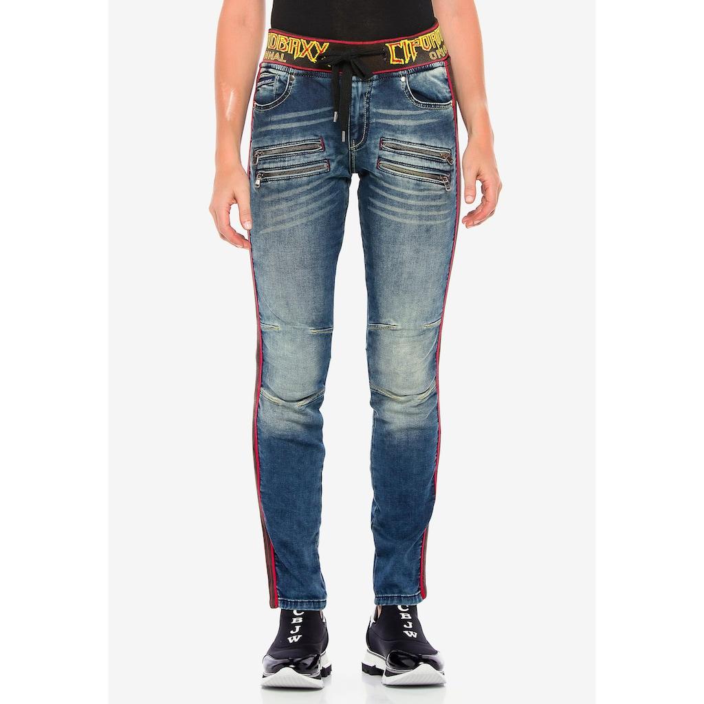 Cipo & Baxx Slim-fit-Jeans, mit trendigen Seitenstreifen
