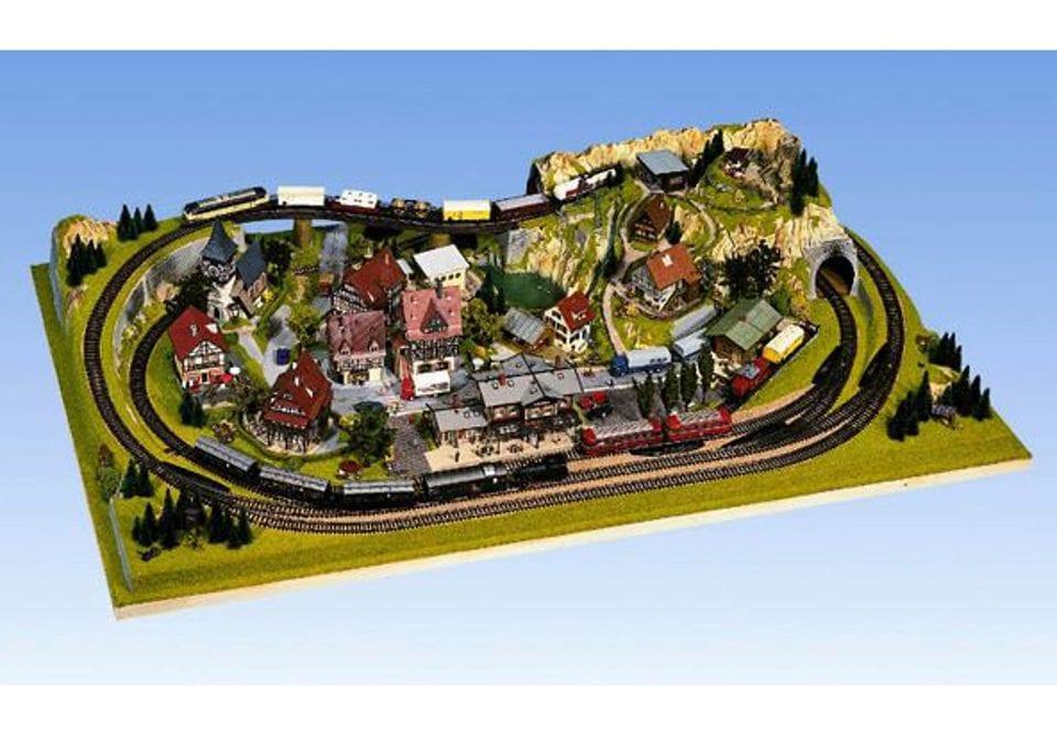 NOCH Modelleisenbahn-Fertiggelände Königsfeld, Made in Germany bunt Kinder Ab 12-15 Jahren Altersempfehlung Modelleisenbahn-Erweiterungen