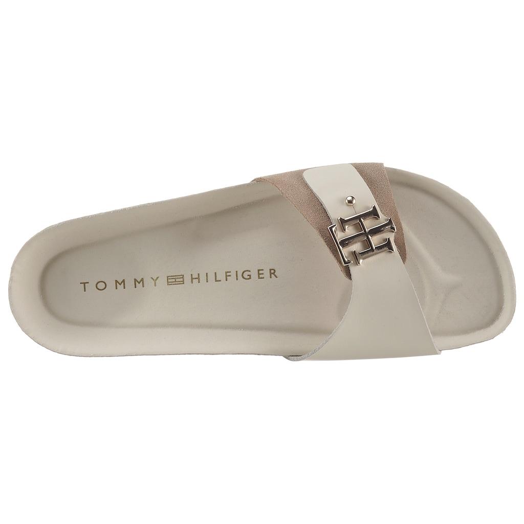 TOMMY HILFIGER Pantolette »TH MOLDED FOOTBED SANDAL«, in schmaler Schuhweite, mit TH Schmuckelement