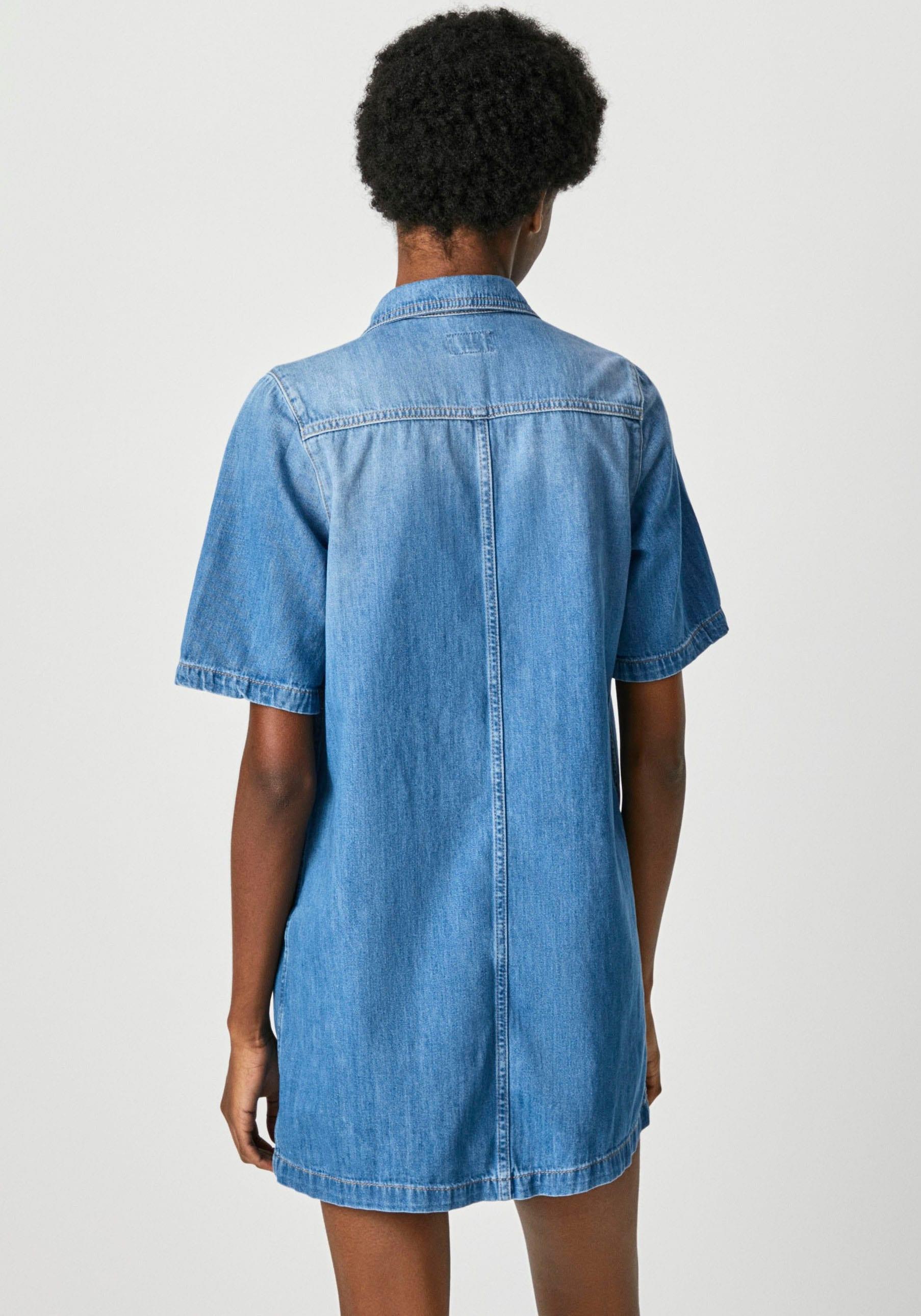pepe jeans -  Jeanskleid HOLLY, mit kurzen A-Linien Ärmeln, kontrastfarbenen Nähten und Kentkragen in leichtem Denim