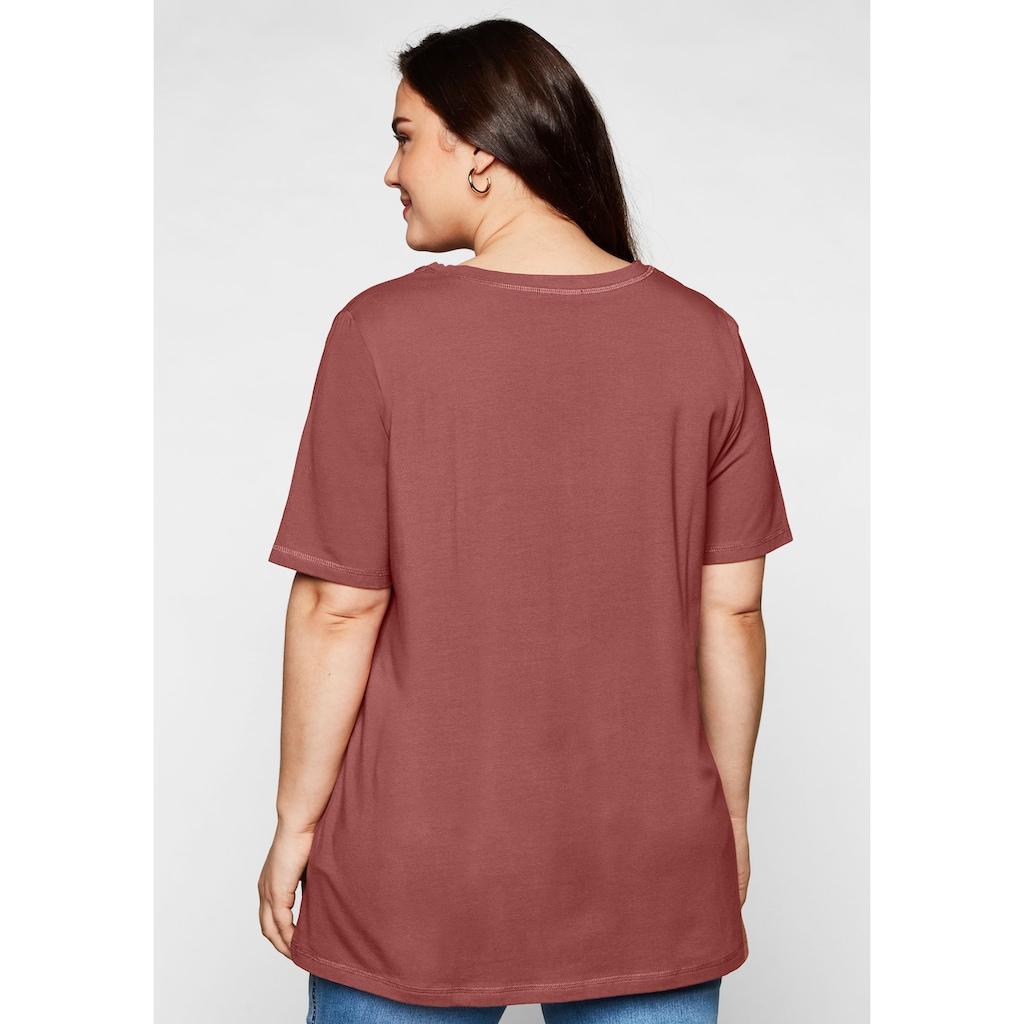Sheego T-Shirt, in A-Linie mit Zierknöpfen am V-Ausschnitt