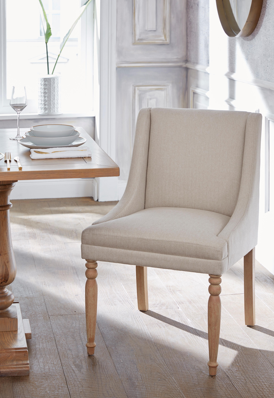 4fe5fc7659939 GMK Home & Living Esszimmerstuhl Davit mit schöner Sitzpolsterung und  geschwungenen anliegenden Armlehnen