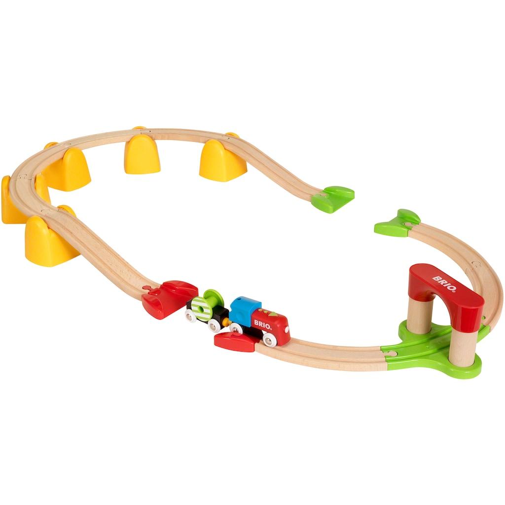 BRIO® Spielzeug-Eisenbahn »Mein erstes BRIO® Bahn Set mit Batterielok«, FSC®-Holz aus gewissenhaft bewirtschafteten Wäldern