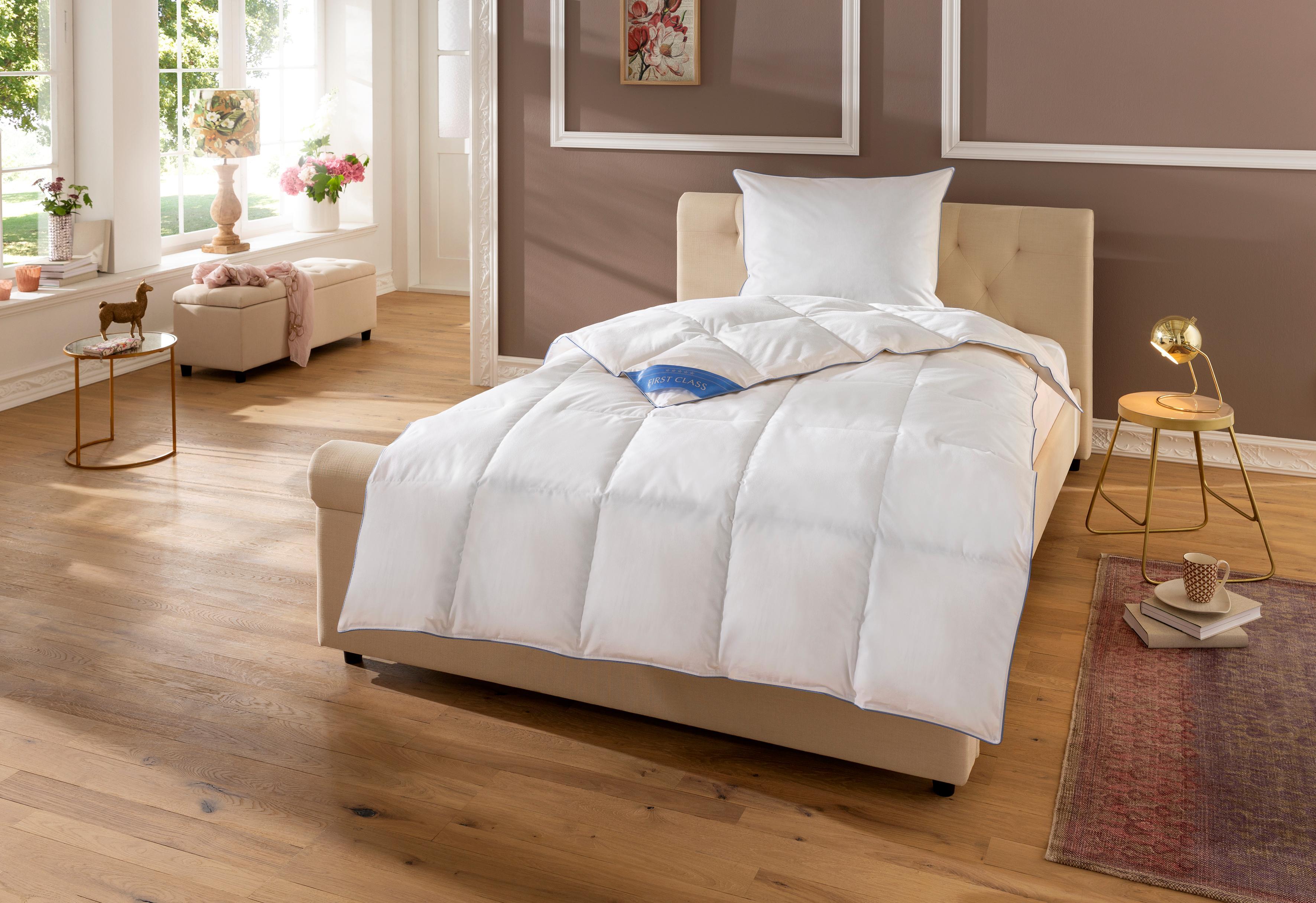Daunenbettdecke Lina Hanse by RIBECO leicht Füllung: 90% Daunen & 10% Federn Bezug: 100% Baumwolle