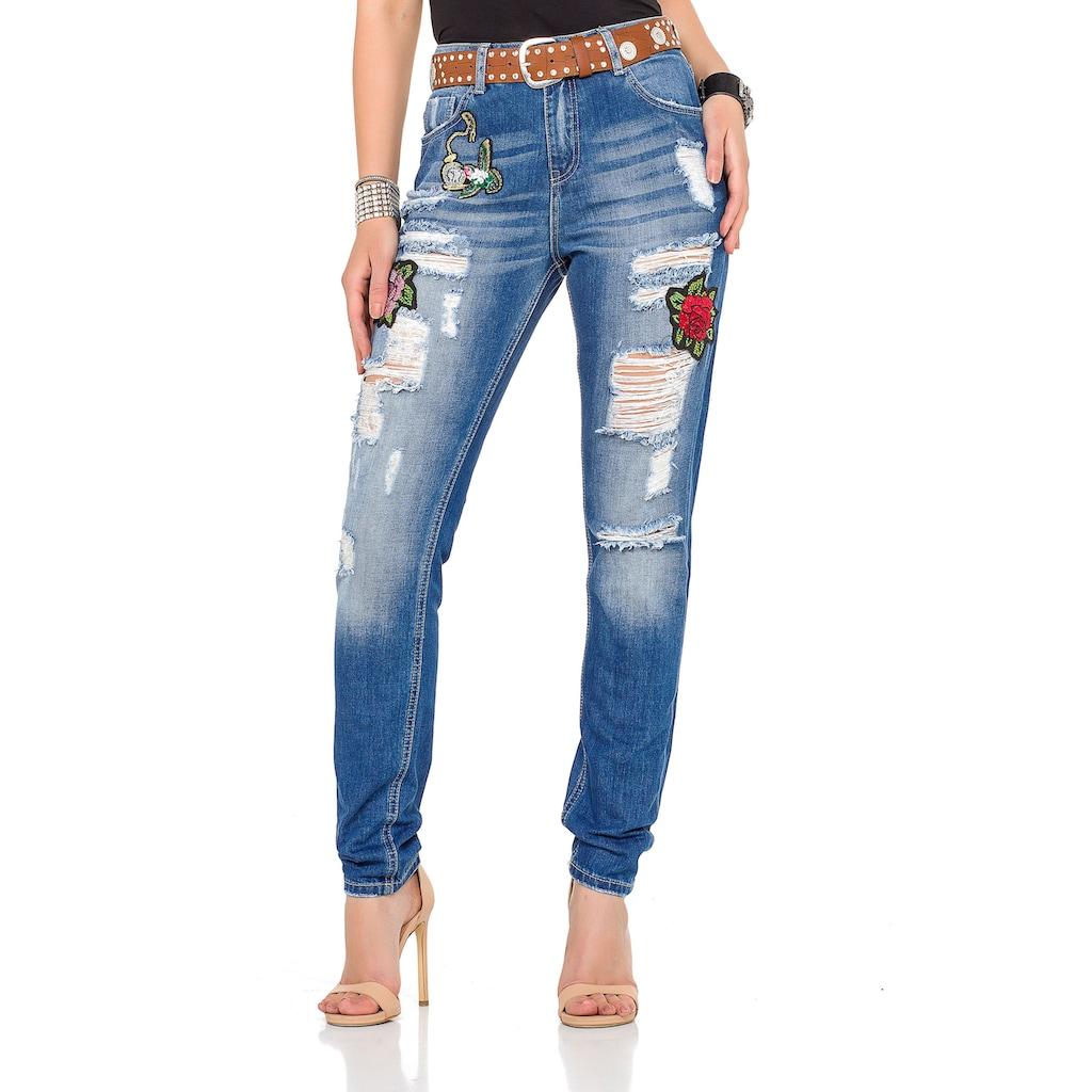 Cipo & Baxx Bequeme Jeans, mit tollen Patches und praktischem Gürtel