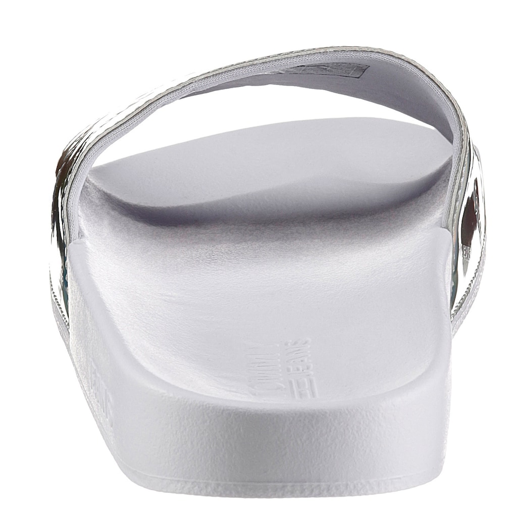 Tommy Jeans Badepantolette »IRIDESCENT POOL SLIDE«, mit Allover-Logo auf dem Blatt