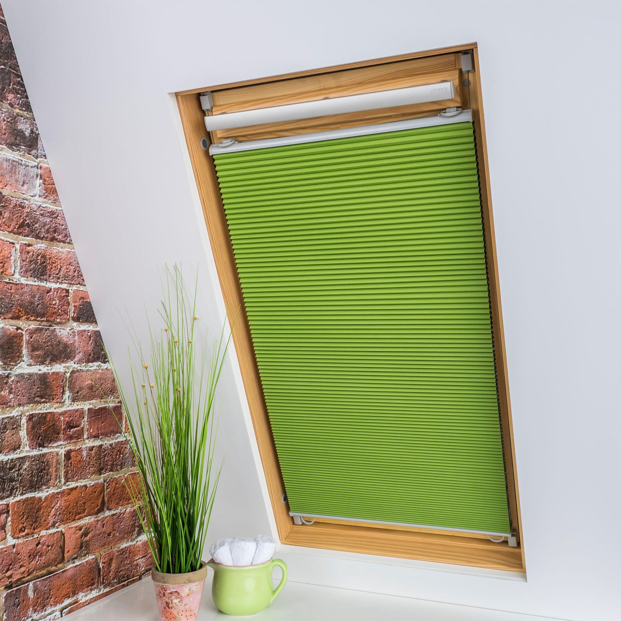 Liedeco Dachfensterplissee Universal Dachfenster-Plissee, Fixmaß grün Plissees ohne Bohren Rollos Jalousien Plissee