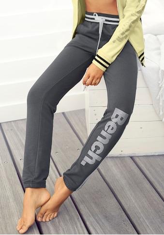 Bench. Sweatpants, mit Logodruck in Metalloptik kaufen