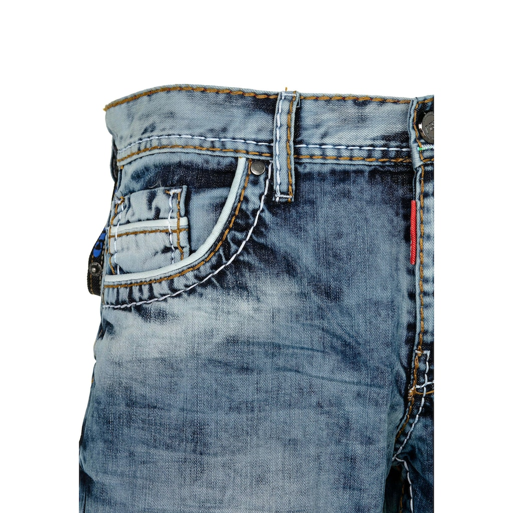 Cipo & Baxx Slim-fit-Jeans, mit Knopftaschen in Regular Fit