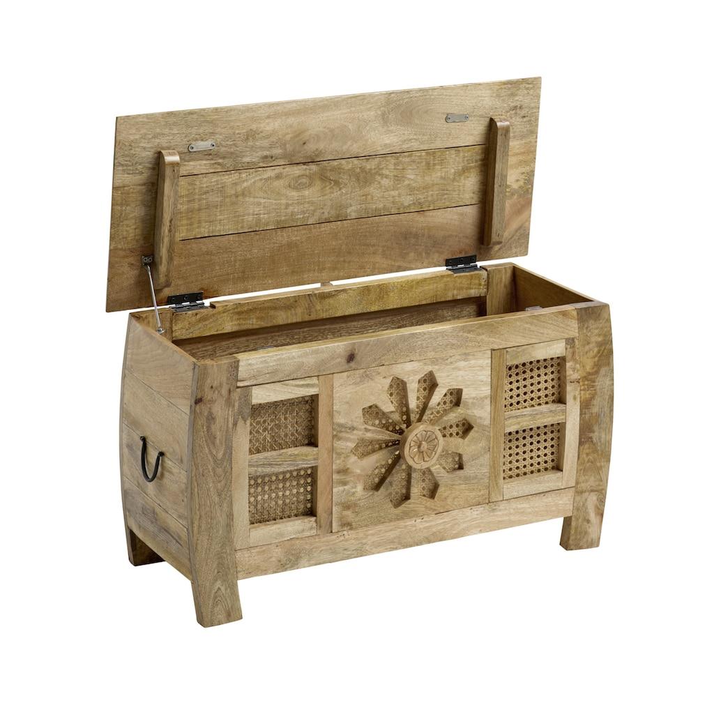 Truhenbank aus Massivholz,  kunsthandwerklich gefertigt