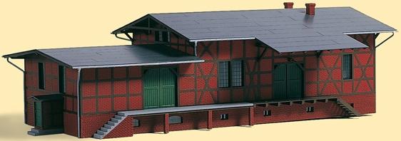 Auhagen Modelleisenbahn-Gebäude Güterschuppen mit Erweiterungsanbau, Made in Germany rot Kinder Schienen Zubehör Modelleisenbahnen Autos, Eisenbahn Modellbau