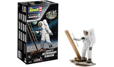 Revell® Modellbausatz »Apollo 11 Astronaut«, 1:8, Jubiläumsset mit Basis-Zubehör; Made... kaufen