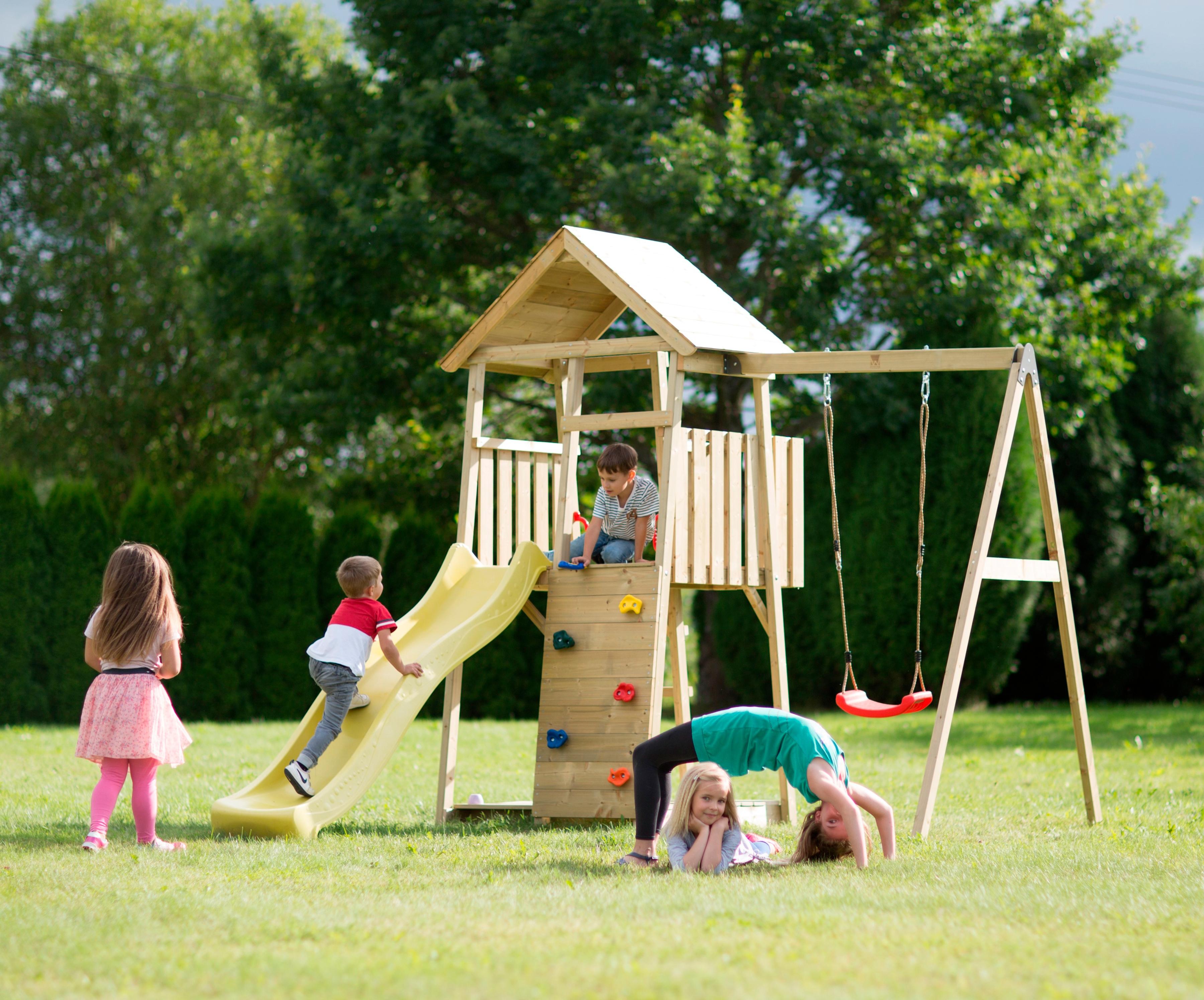 Empfehlung: Spielturm Biene Kletterwand Rutsche und Schaukel  von Wendi Toys*
