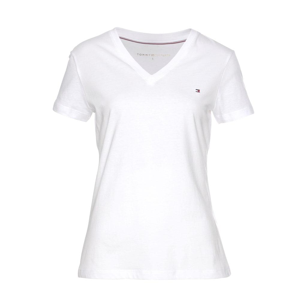 Tommy Hilfiger T-Shirt »HERITAGE V-NK TEE«, mit Tommy Hilfiger Logo-Flag auf der Brust
