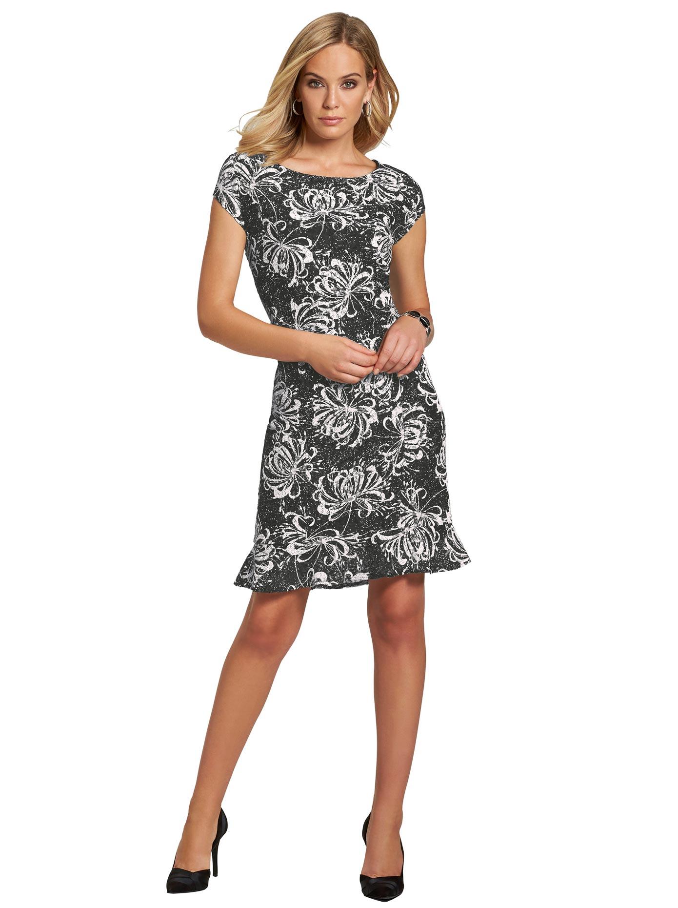 création L Kleid in einem aufgregend femininen Look