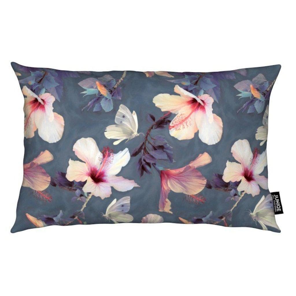 Juniqe Dekokissen »Butterflies & Hibiscus Flowers«, Weiches, allergikerfreundliches Material
