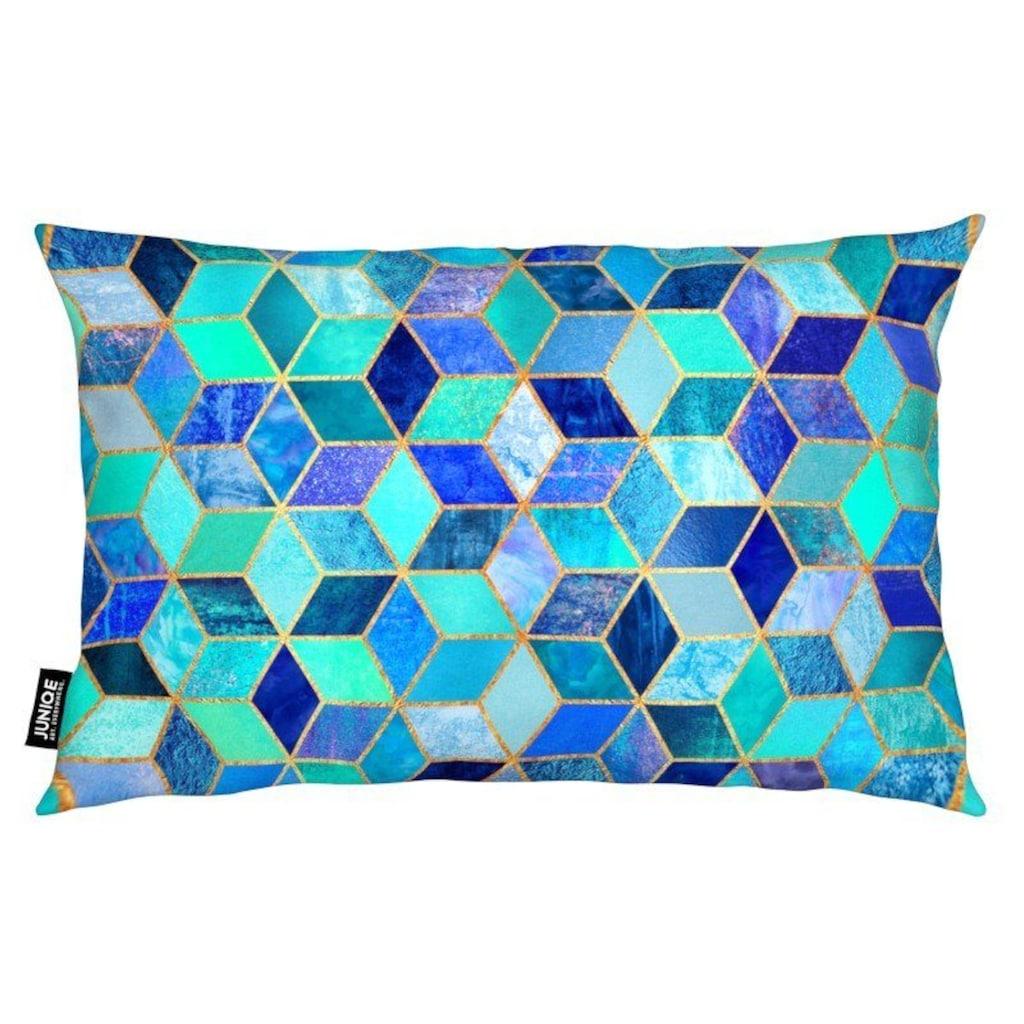 Juniqe Dekokissen »Blue Cubes«, Weiches, allergikerfreundliches Material