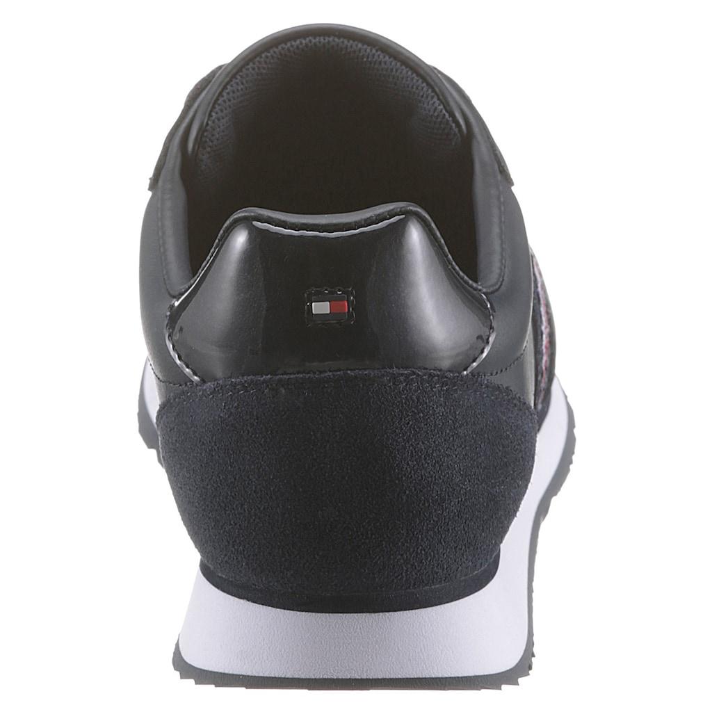 TOMMY HILFIGER Sneaker »TOMMY LEATHER LOW RUNNER«, mit weichem Schaftrand