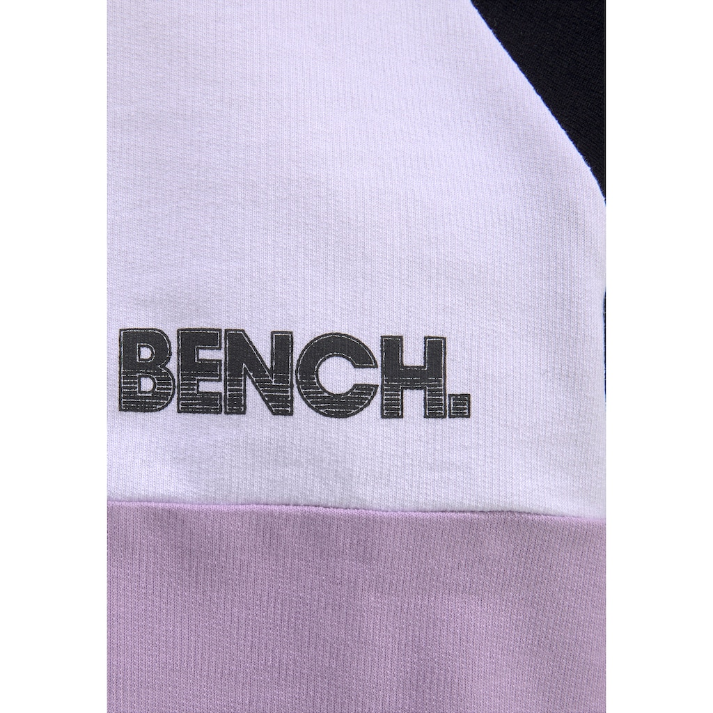 Bench. Sweatshirt, in legerer Boyfriendform