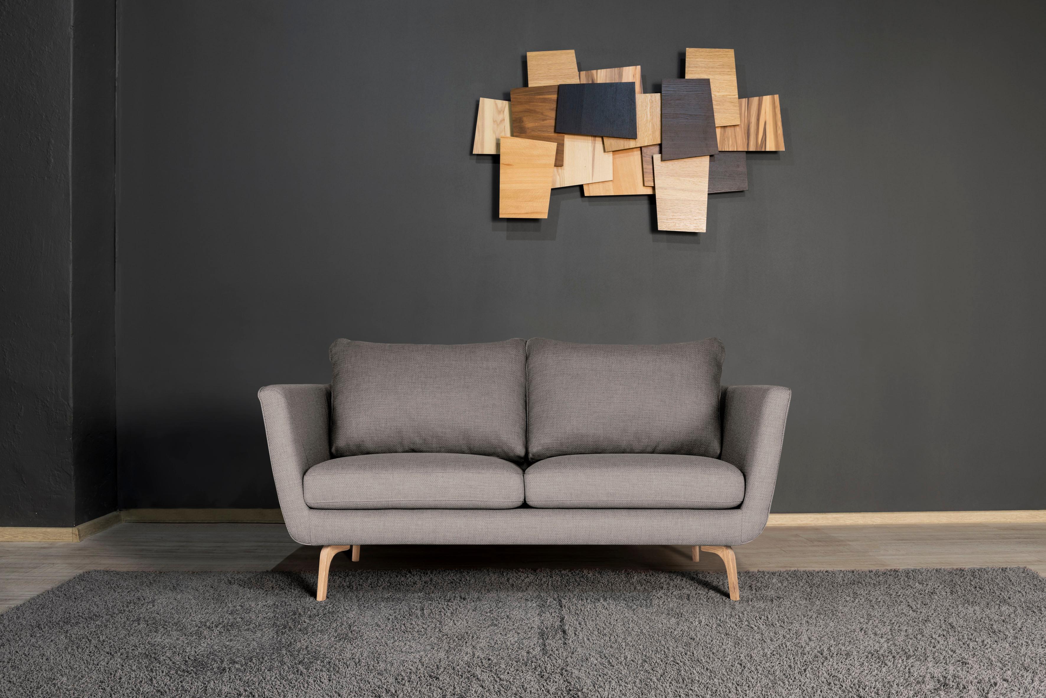 andas 2-Sitzer Odense mit Holzfüßen und losen Rückenkissen