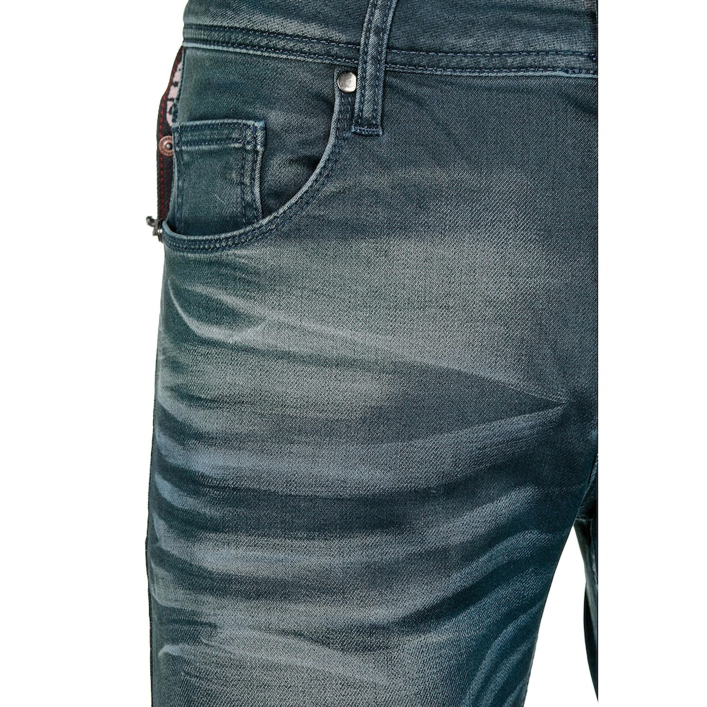Cipo & Baxx Slim-fit-Jeans, im 5-Pocket Style in Straight Fit