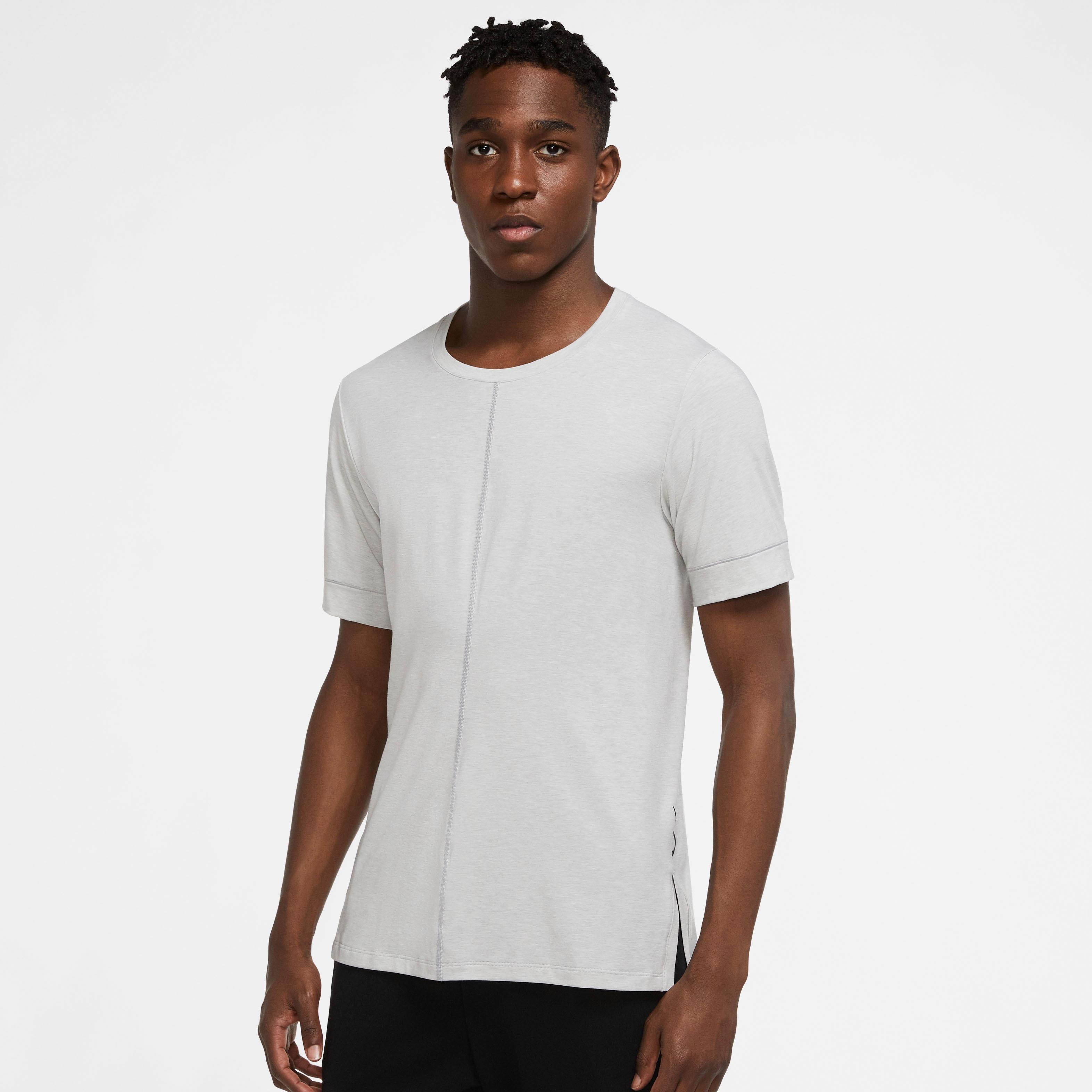 Nike Yogashirt Dri-FIT Men's Yoga Training Top grau Herren