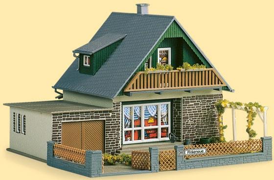 Auhagen Modelleisenbahn-Gebäude Haus Michaela, Made in Germany bunt Kinder Schienen Zubehör Modelleisenbahnen Autos, Eisenbahn Modellbau