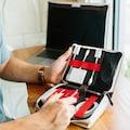 Twelve South Reisemappe für Adapter, Netzteile, Kabel und allerlei Zubehör »BookBook CaddySack«
