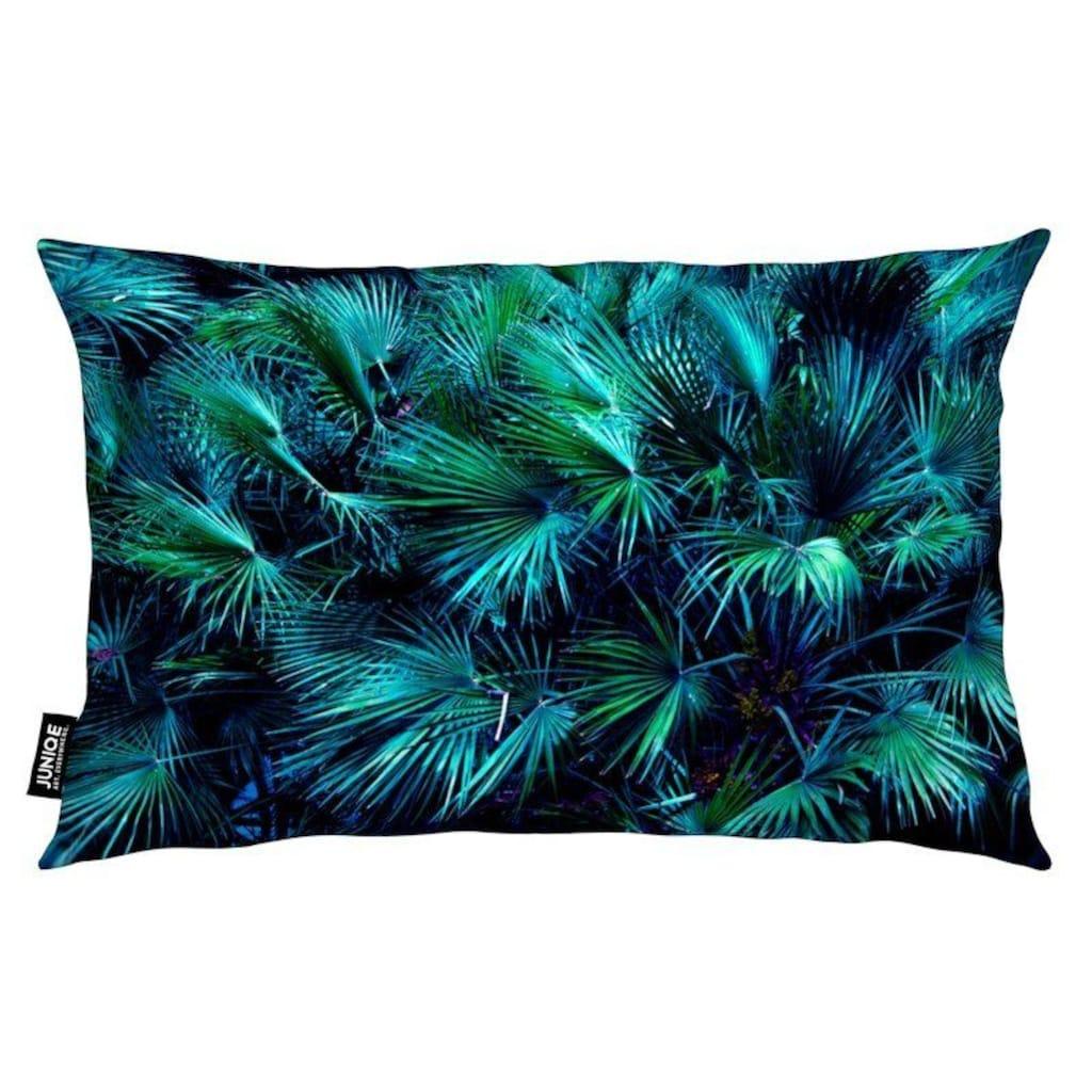 Juniqe Dekokissen »Amoung the Palm Leaves«, Weiches, allergikerfreundliches Material